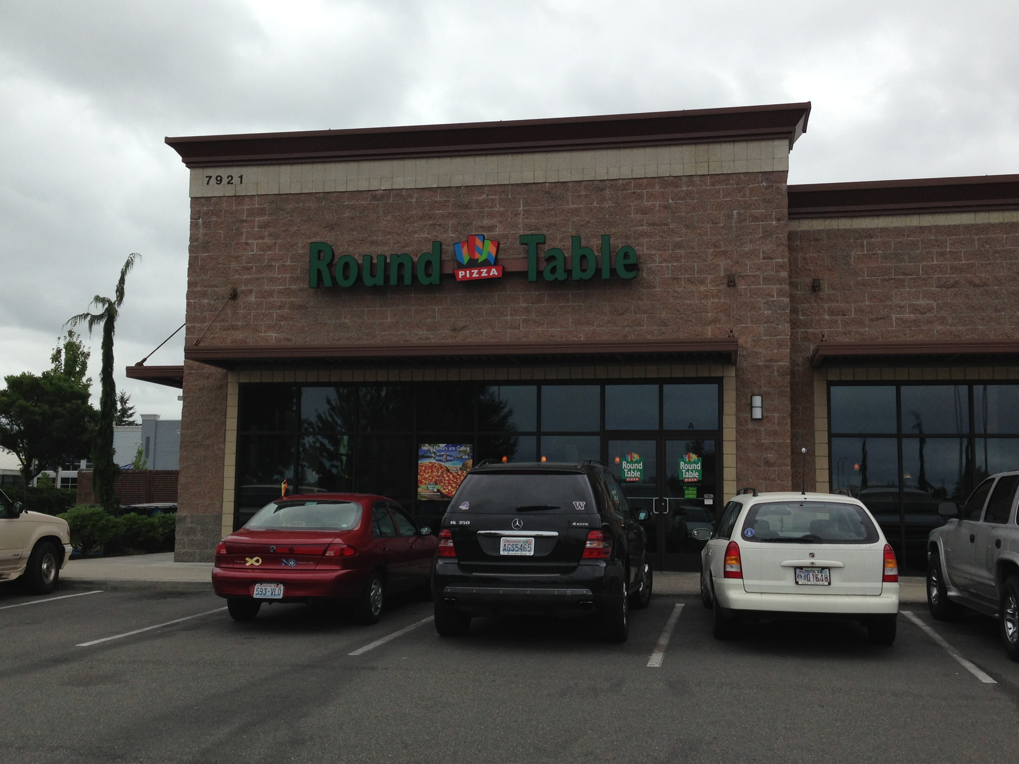 Round table pizza get going - Round table pizza university place ...